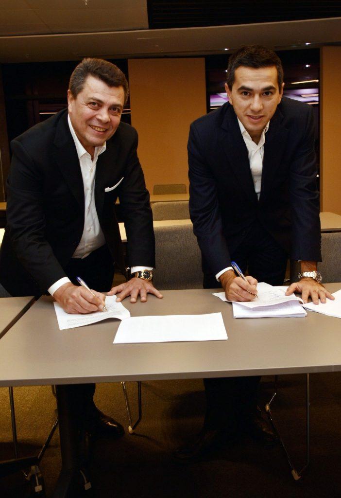 2 из лидеров МЭСС, похоже, очень рады подписанию соглашения. И почему бы и нет, в очередной раз они добились успеха.